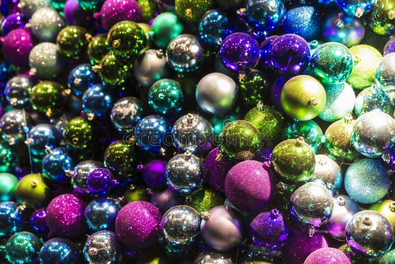 Rozsypisko kolorowe boże narodzenie piłki jako tło zdjęcie royalty free
