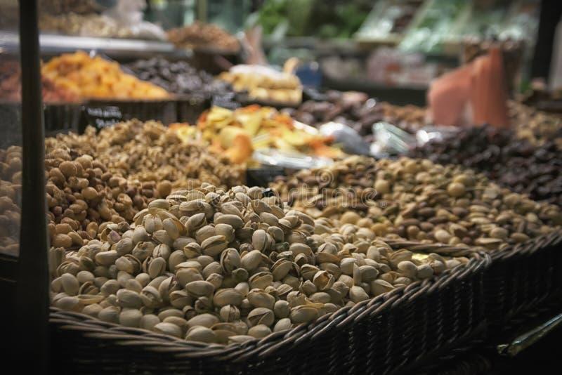 Rozsypisko pistacja przy rynkiem obraz stock