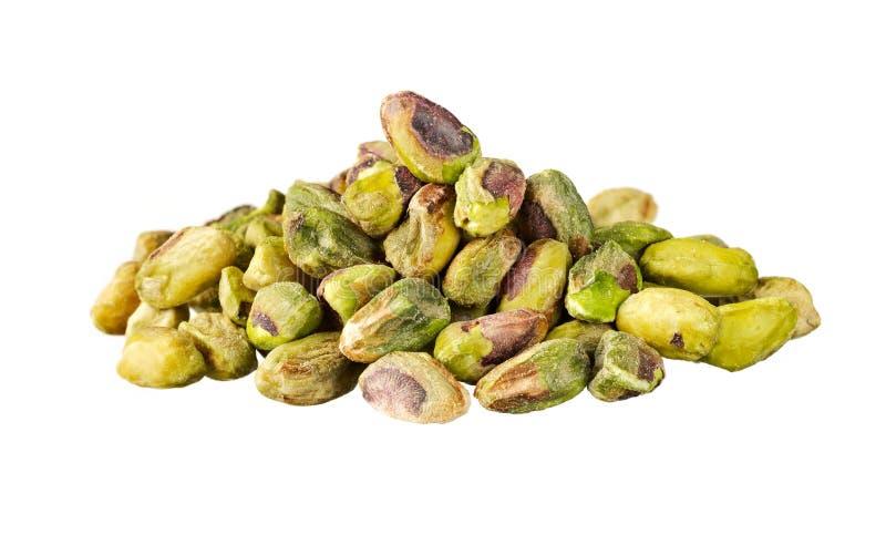 Rozsypisko pistacjowe dokrętki odizolowywać na bielu fotografia stock