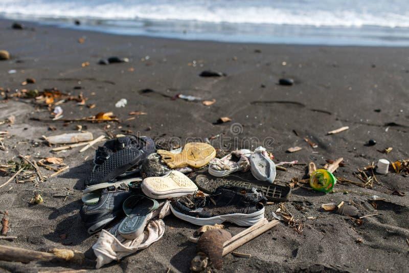 Rozsypisko używać guma buty na plaży w Bali obraz royalty free