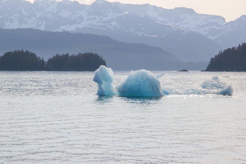 Roztapiająca góra lodowa w Globalnego nagrzania środowisku obrazy stock