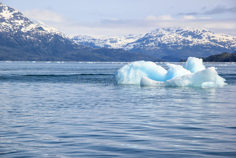 Roztapiająca góra lodowa w Globalnego nagrzania środowisku zdjęcia royalty free