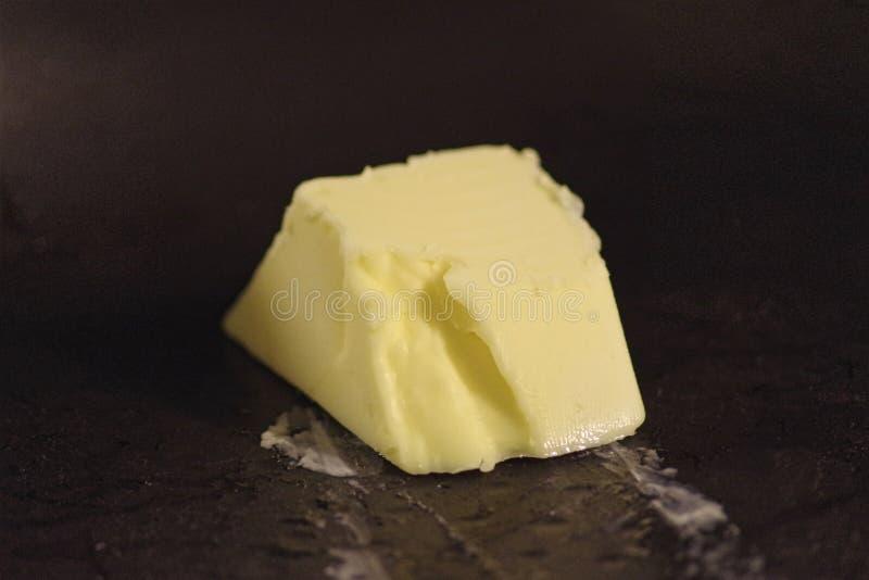 Roztapiający masło w niecce obraz royalty free