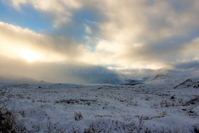 Roztoki Etive śniegu słońce drentched krajobraz fotografia stock