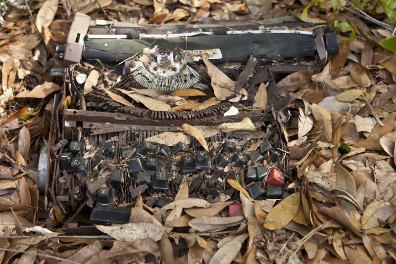 roztrzaskujący maszyna do pisania obrazy stock