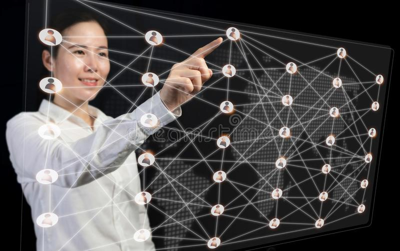 Rozwój biznesu do koncepcji sukcesu i połączenia, wskazując wirtualny interfejs na mapie świata, obrazy stock