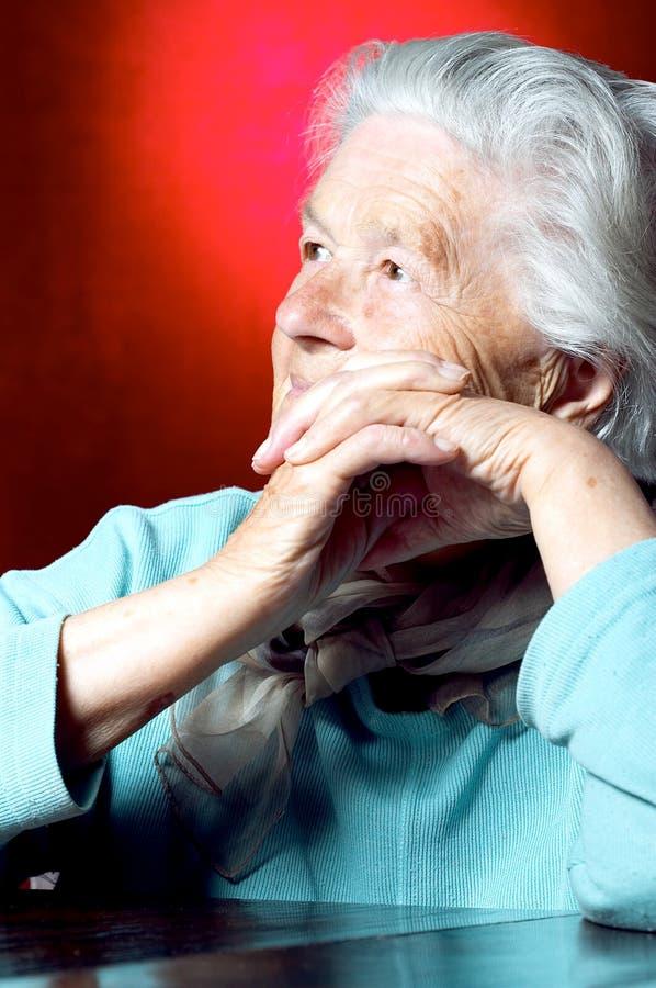 rozważać starszej kobiety zdjęcia stock