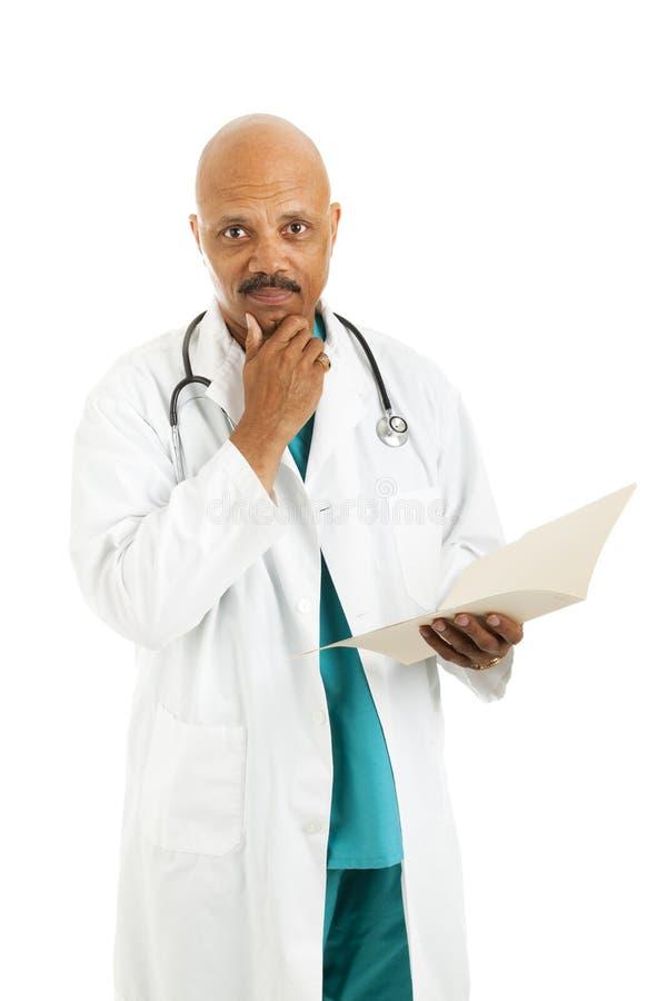 rozważa doktorskie opcje poważny zdjęcia stock