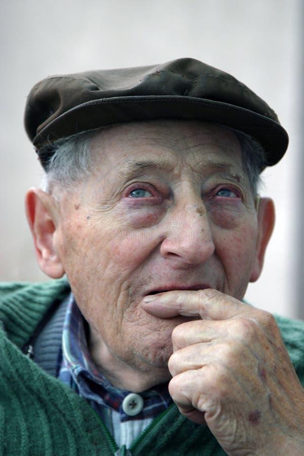 rozważa się starego człowieka obrazy royalty free