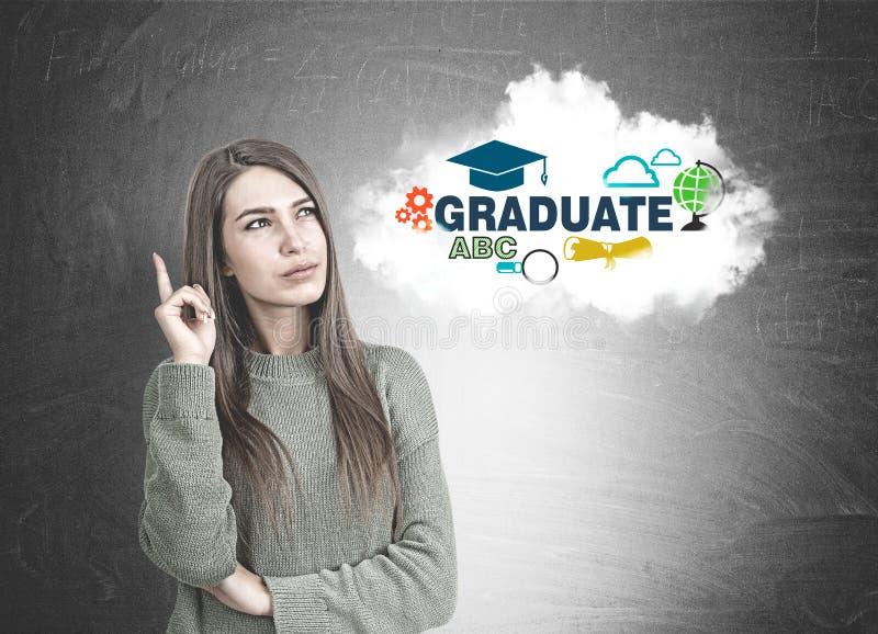 Rozważna kobieta wskazuje up w zieleni, absolwent zdjęcie royalty free