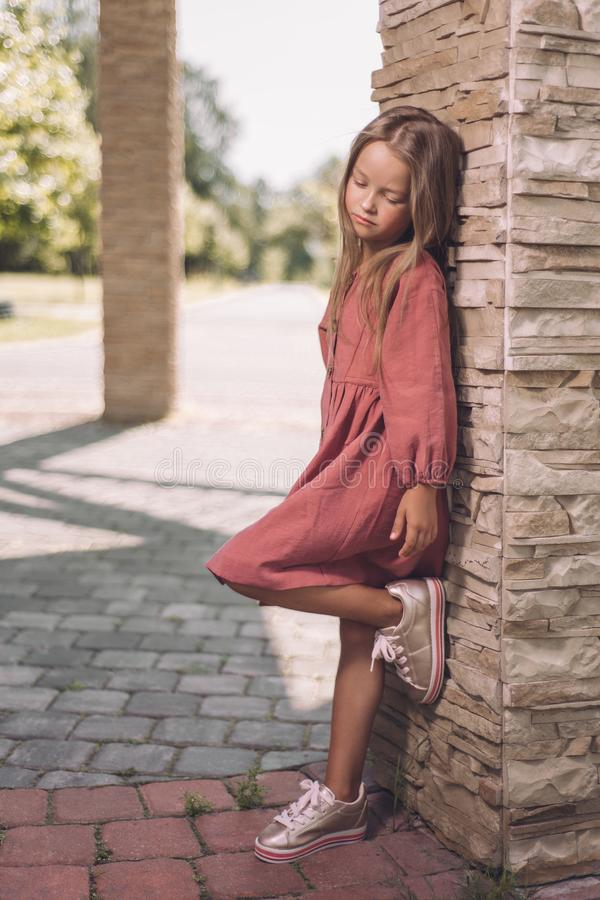 Rozważna piękna mała dziewczynka fotografia stock