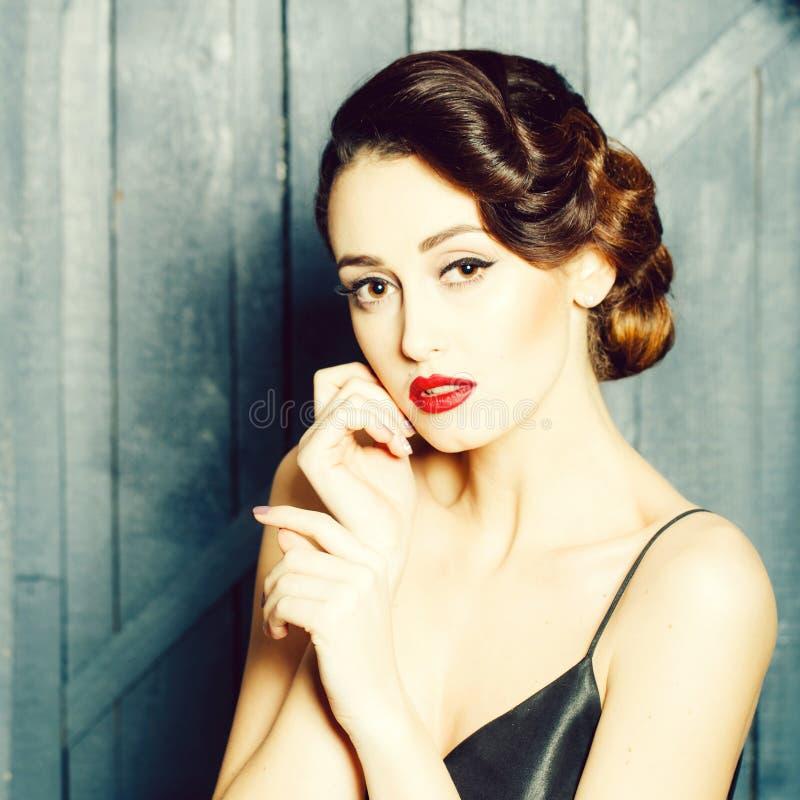 Rozważna retro kobieta zdjęcie royalty free