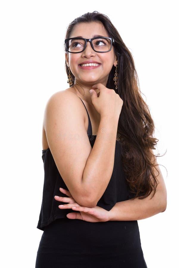 Rozważnej młodej szczęśliwej Indiańskiej kobiety uśmiechnięty i przyglądający up obraz stock