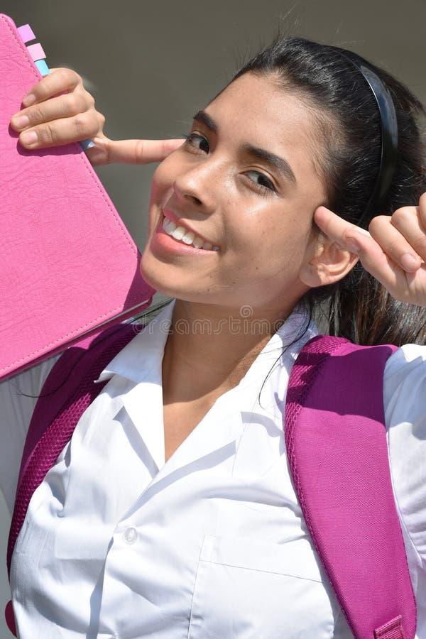 Rozważny Śliczny Kolumbijski dziewczyna uczeń Z notatnikiem obraz royalty free