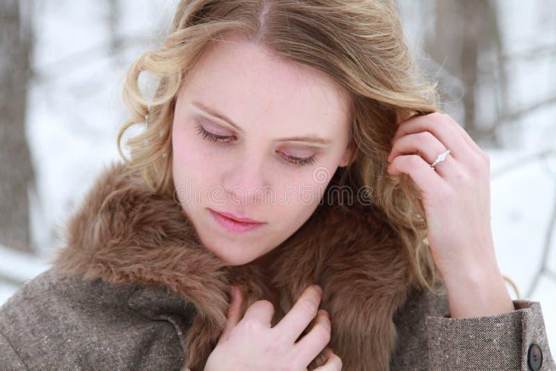 Rozważny zimy kobiety portret fotografia royalty free