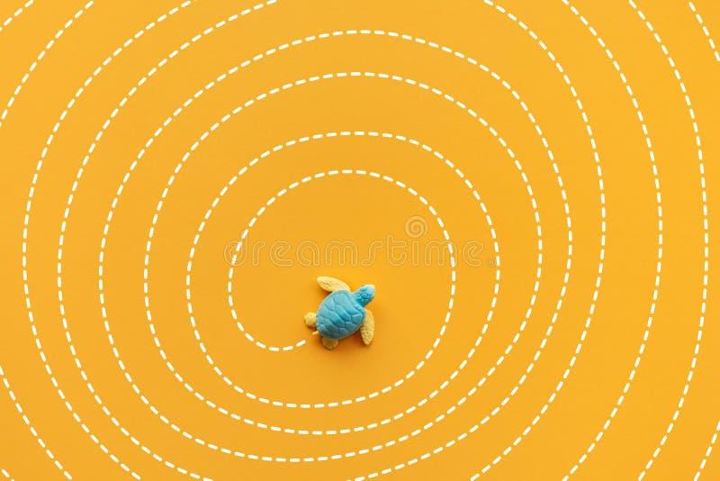Rozwiązanie i rozwiązywać pojęcia z dziecko żółwiem poruszającym na labiryncie wykładamy Mądrze kierunek dla biznesu ilustracji