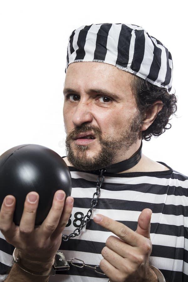 Rozwiązanie, jeden caucasian mężczyzna więźnia przestępca z łańcuszkową piłką zdjęcie royalty free