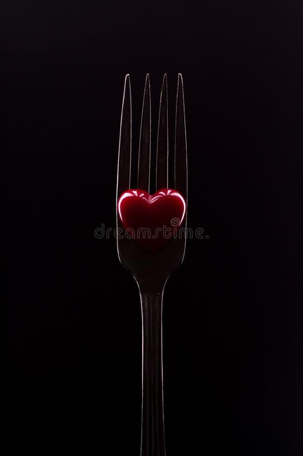 Rozwidlenie i czerwieni serce, frontowy widok obraz stock