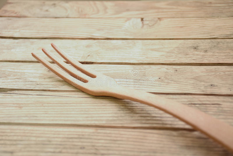 Rozwidlenie na drewnianym stołowym tle zdjęcia stock