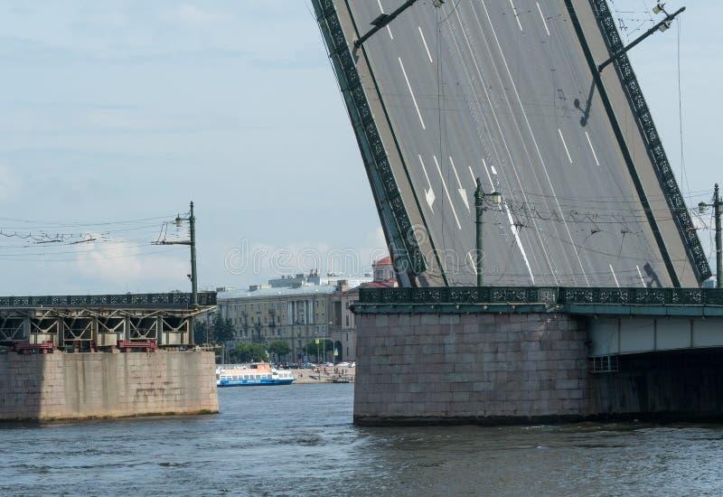 Rozwiedziony formiernia most w St Petersburg obraz stock