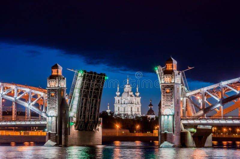 Rozwiedziony most cesarz Peter Wielki podczas bielu Nigh zdjęcia royalty free