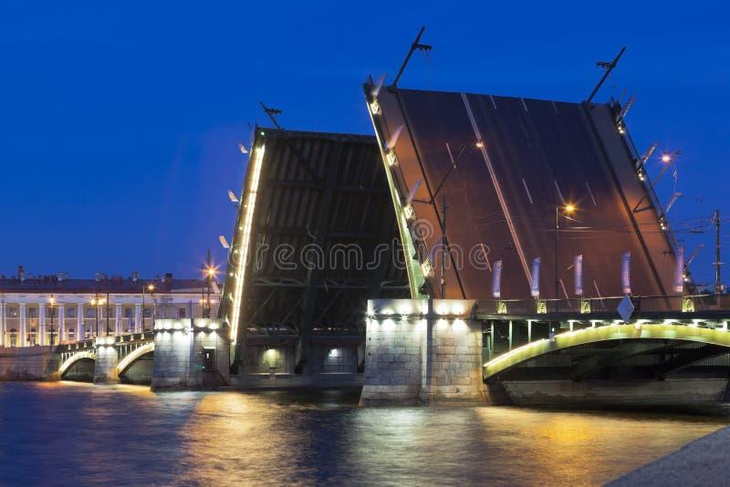 Rozwiedziony wymiana most w St Petersburg fotografia royalty free