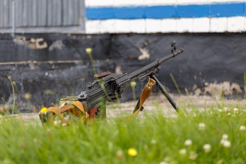 RPK卡拉什尼科夫手扶的机枪 免版税库存照片