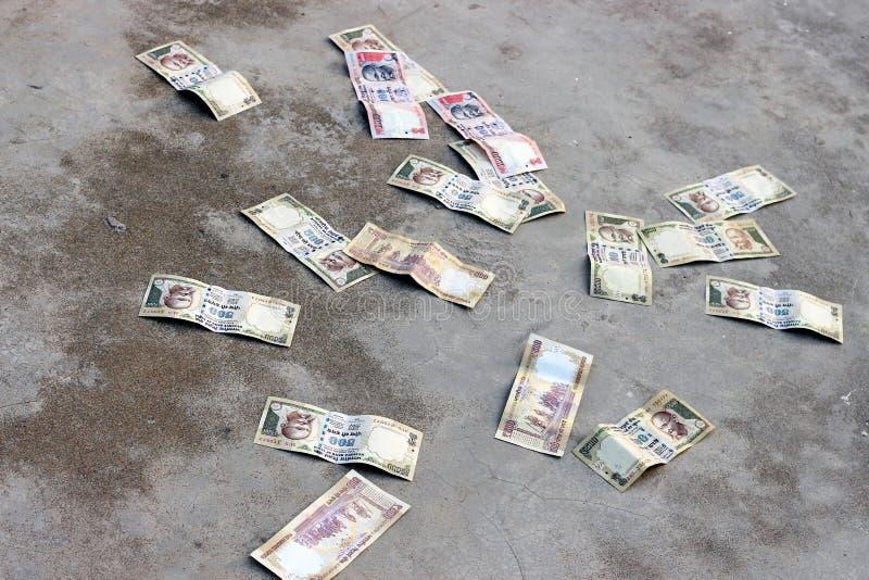 Rs 500 et Rs 1000 notes interdites Maintenant ce sont seulement peu papier coloré Il n'a aucune valeur dans l'Inde photos libres de droits