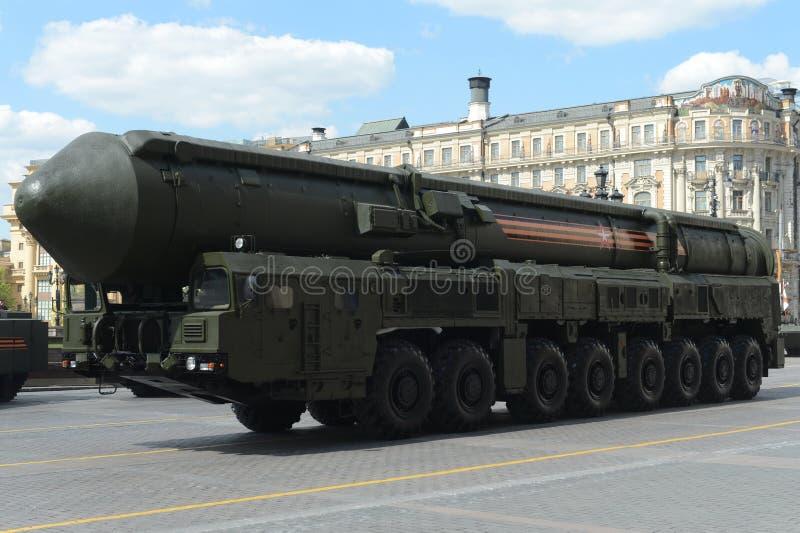 RSEN-24 Yars eller Topol-HERR är enutrustad ryss, interkontinental ballistisk missil för termonukleärt vapen arkivbild