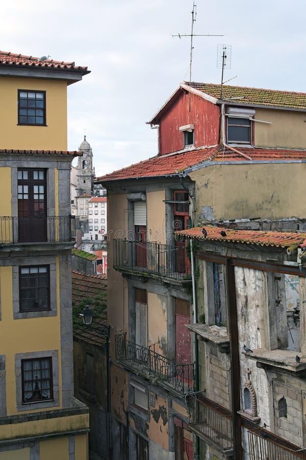 """Rsidential en geruïneerde gebouwen De beroemdste buurt in de stad van Porto †""""Ribeira stock foto"""