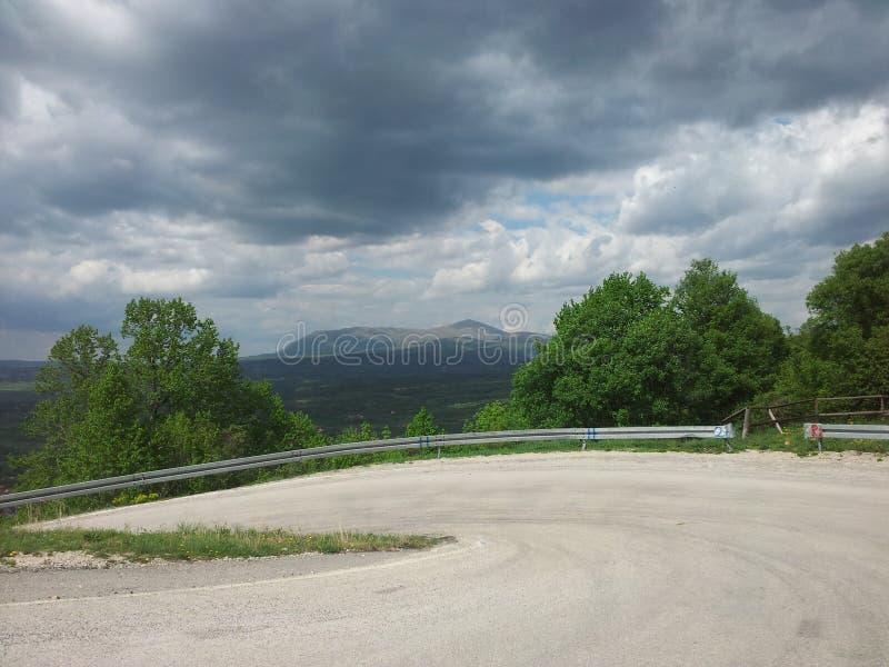 Rtanj、山、路、观点、太阳和云彩,夏令时 库存图片