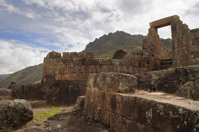 Ruína antiga Intihuatana do Inca, templo do sol no vale sagrado, Pisac, Peru imagem de stock royalty free