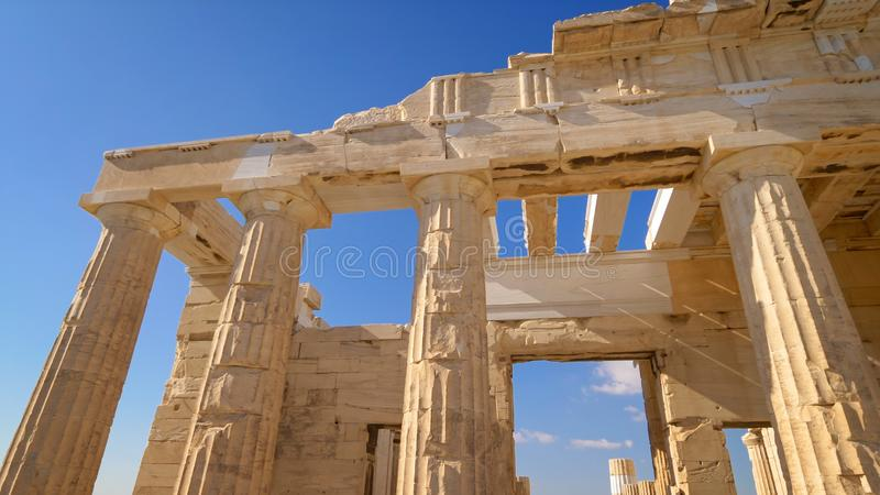 Ruína antiga na acrópole em Atenas, Grécia imagens de stock royalty free