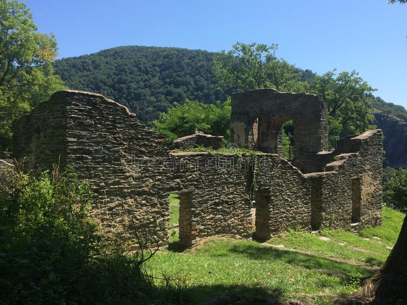 Ruína antiga velha da pedra sem portas imagens de stock