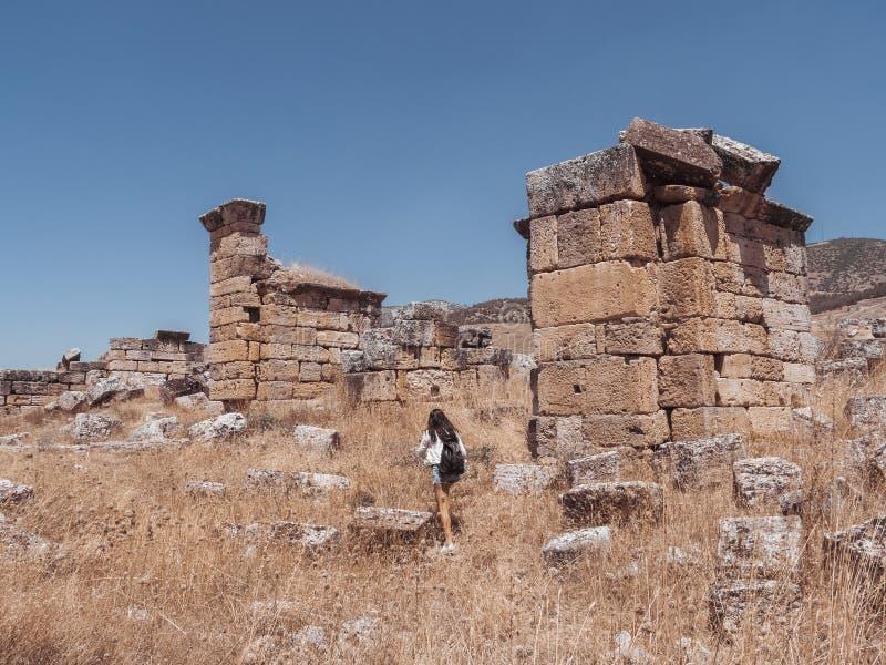 Ruína da cidade de Hierapolis em Turquia em Pamukkale foto de stock royalty free