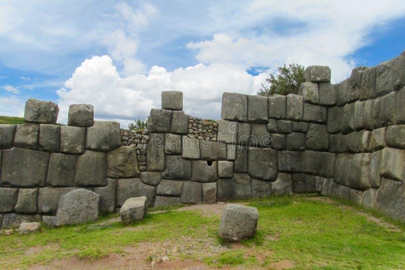 Ruína da cidade do inca de Sacsayhuaman foto de stock royalty free
