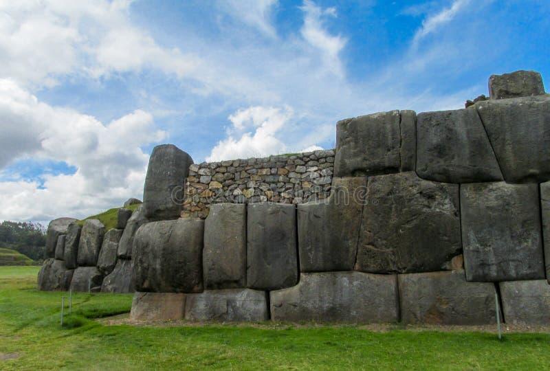 Ruína da cidade do inca de Sacsayhuaman foto de stock