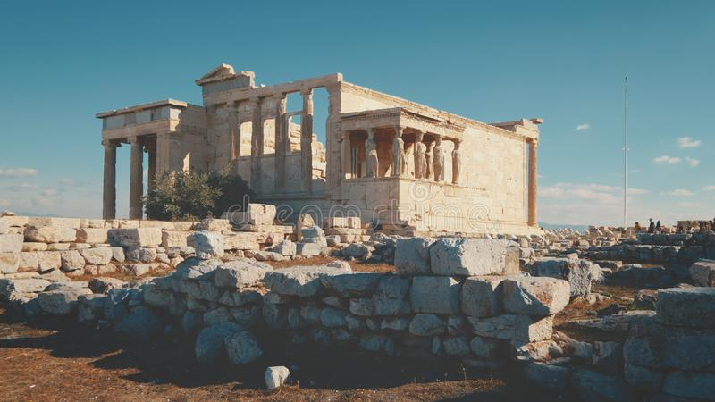 Ruína do templo do grego clássico de Erechtheion na acrópole em Atenas, Grécia foto de stock royalty free
