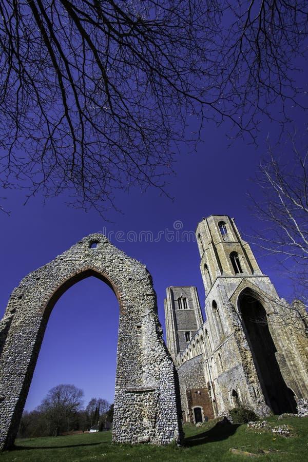 Ruína inglesa histórica da igreja foto de stock