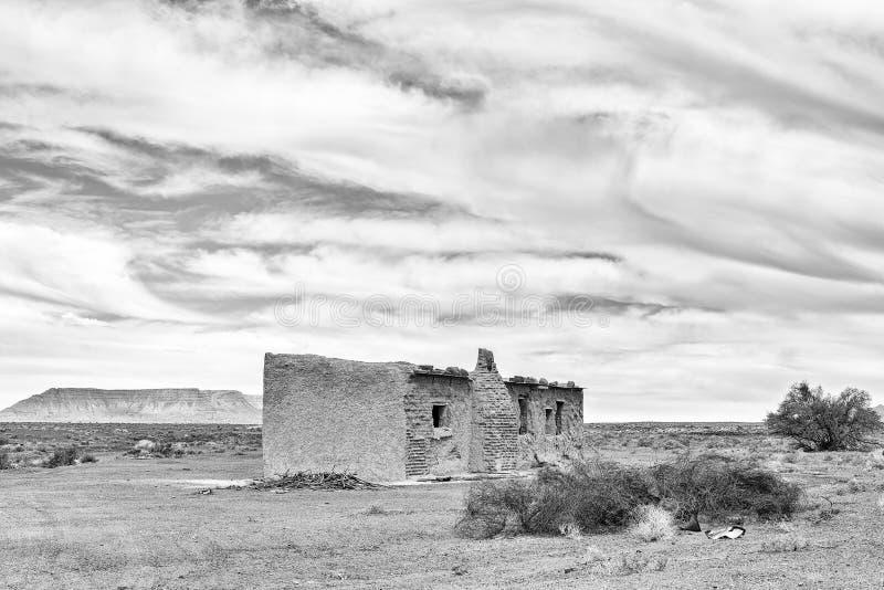 Ruína velha no Karoo de Tankwa monocromático imagem de stock royalty free