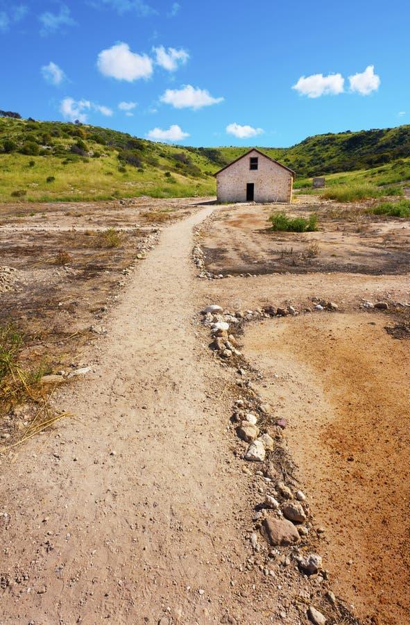 Ruínas abandonadas da pedra imagens de stock