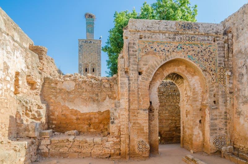 Ruínas antigas da necrópolis de Chellah com mesquita e mausoléu na capital Rabat do ` s de Marrocos, Marrocos, Norte de África imagem de stock