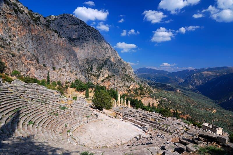 Ruínas antigas de Delphi, montanhas de Parnassus, Greece fotografia de stock royalty free