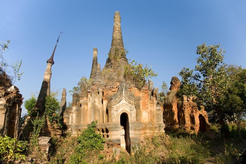 Ruínas antigas de Stupas budista em Indein fotografia de stock royalty free