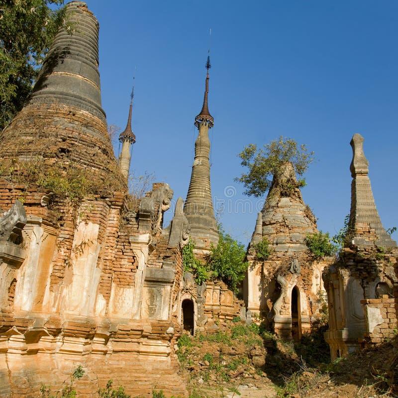 Ruínas antigas de Stupas budista em Indein imagem de stock