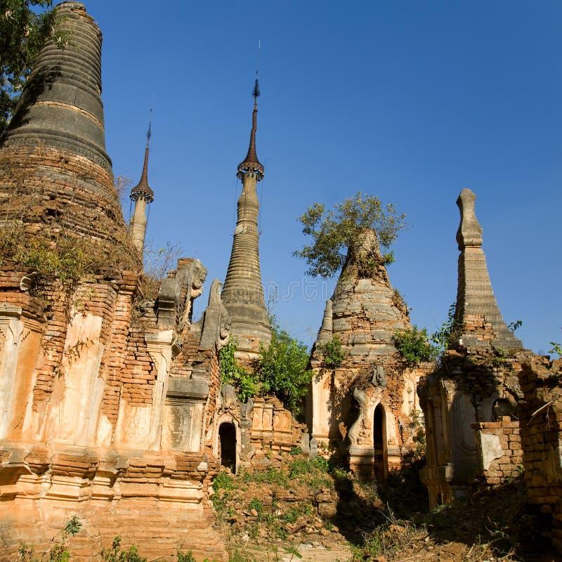 Ruínas antigas de Stupas budista em Indein imagens de stock royalty free