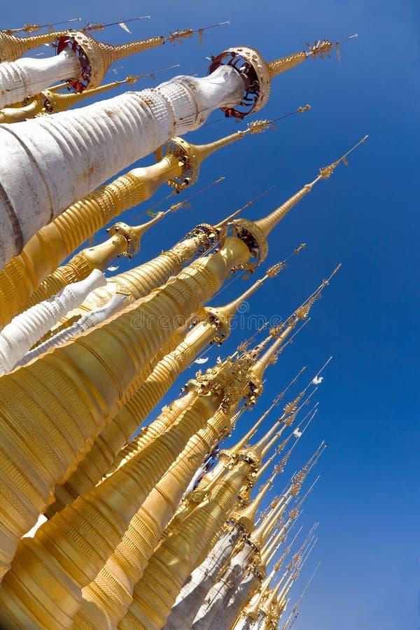 Ruínas antigas de Stupas budista em Indein fotos de stock royalty free