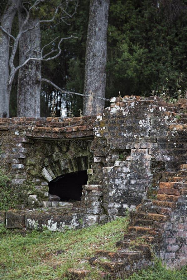 Ruínas antigas de um forno do tijolo imagem de stock royalty free
