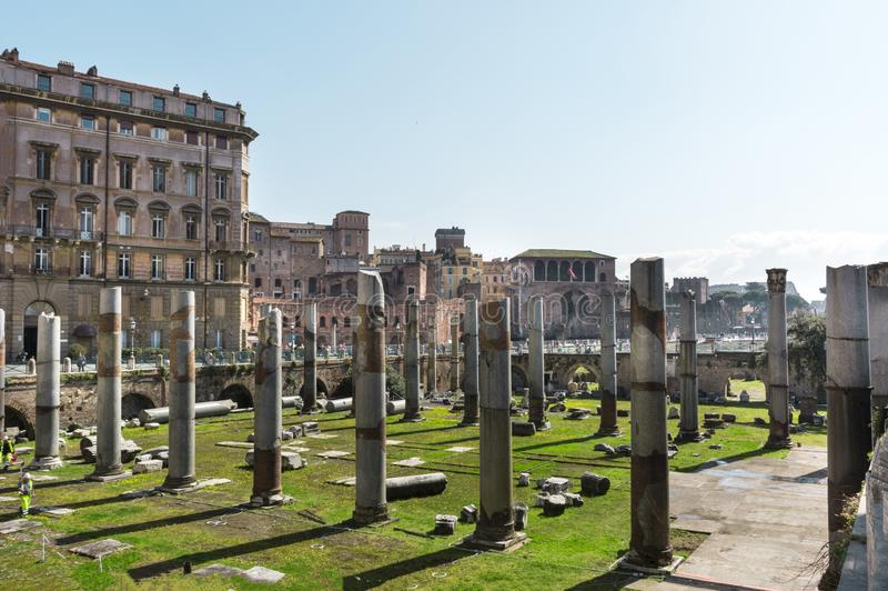 Ruínas antigas do fórum de Trajan em Roma, Itália fotos de stock