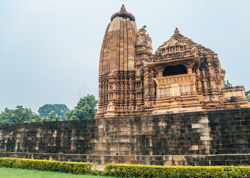 Ruínas antigas do templo de Vamana no khajuraho, Índia fotos de stock